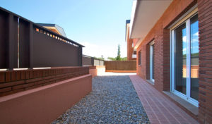 Plantas bajas con amplios patios y terrazas