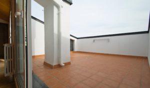 Áticos con terrazas discretas en buhardilla