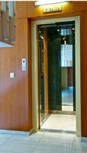 Detalle acceso ascensor