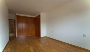 Habitación principal con armarios empotrados